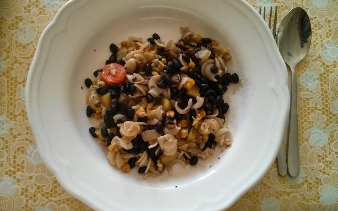 ירקות מוקפצים ברוטב סילאן וסויה עם פסטת אורז ושעועית שחורה